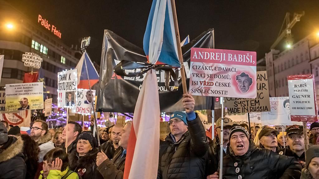 Zehntausende bei Protest gegen Regierung in Tschechien