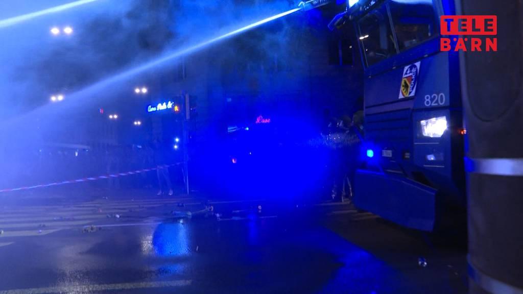 Weitere unbewilligte Massnahmen-Demo: Berner Polizei greift durch
