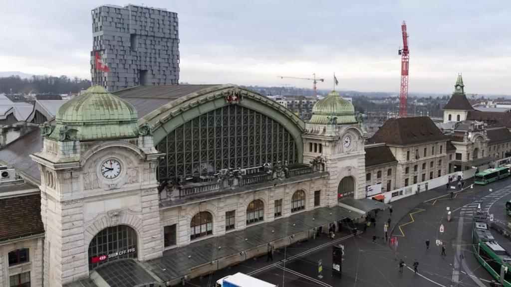 Tramlinie 1 am Bahnhof Basel SBB entgleist