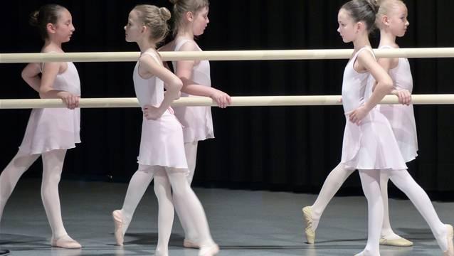 Die Elevinnen der Ballettschule in Laufenburg. – Foto: ari