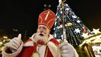 Der Samichlaus kommt zum EHCO Santa Day.