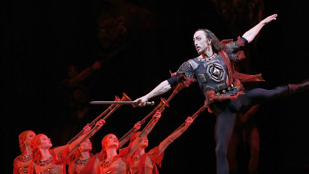 Im Bolschoi-Theater in der russischen Hauptstadt Moskau ist es am Samstag zu einem Todesfall auf offener Bühne gekommen. (Archivbild)
