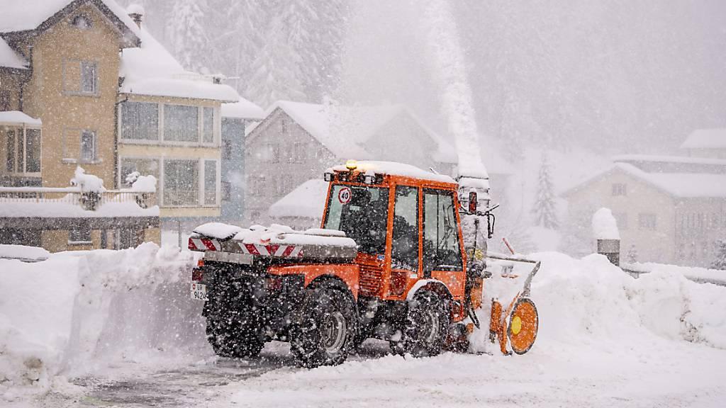 Nach den starken Schneefällen wie hier im Urnerland bläst ab Mittwoch der Föhn in den Alpentälern kräftig.