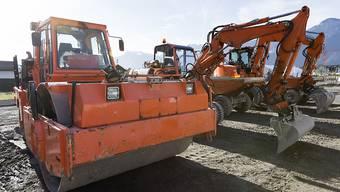 Die Umsätze im Bauhauptgewerbe stagnieren, immer häufiger ruhen die Baumaschinen. (Archiv)