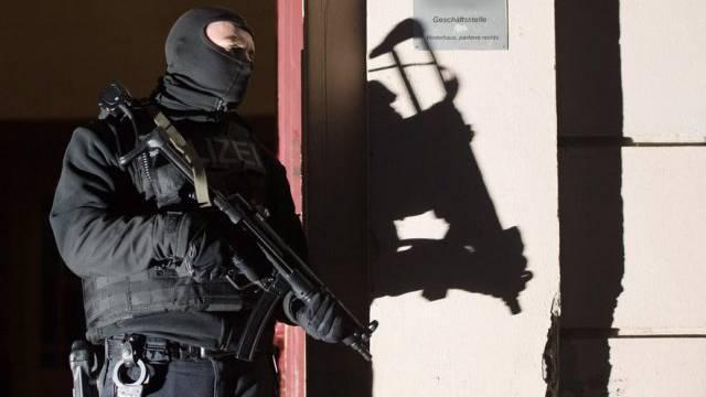 Ein Mitglied der deutschen Anti-Terror-Einheit im Einsatz in Berlin