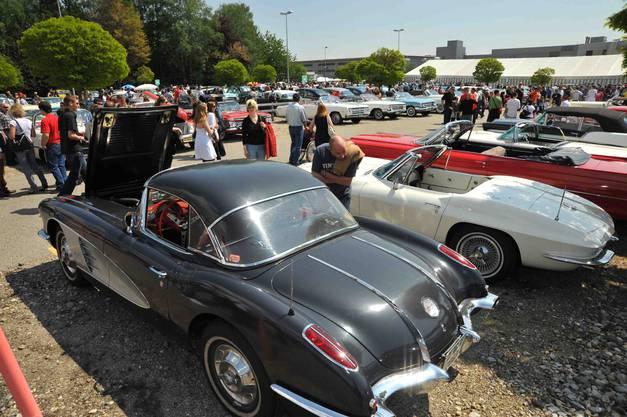 Zwei Mal Corvette von Chevrolet - der US-Sportwagen schlechthin.