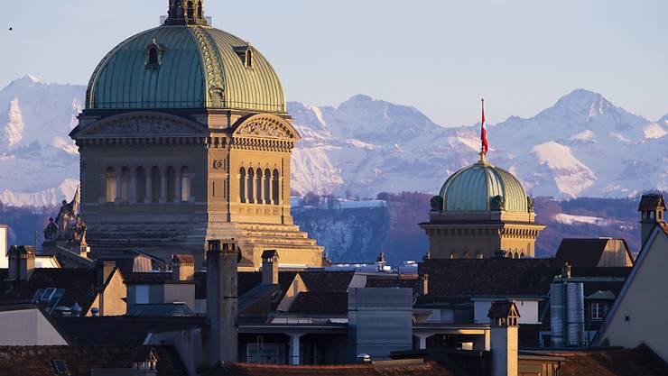 Unter der Bundeshauskuppel beginnt am Montag die Frühjahrssession. (Archivbild)
