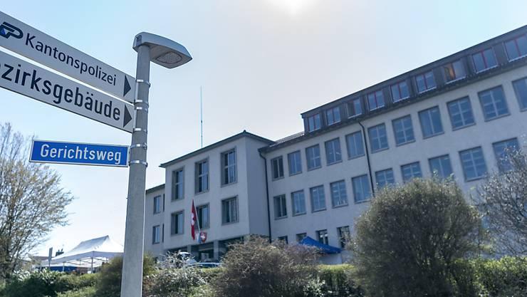 Das Bezirksgericht Horgen hat in einem Indizienprozess einen Mann wegen vorsätzlicher Tötung seiner Freundin zu einer Freiheitsstrafe von zehn Jahren verurteilt.