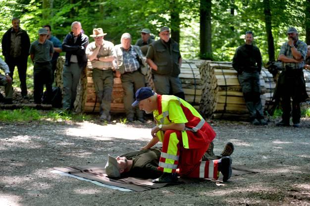 Da war es noch eine reine Demonstration, kurz darauf wurde das Können des Rettungssanitäters Rolf Hunziker bei einem Ernstfall gefordert.