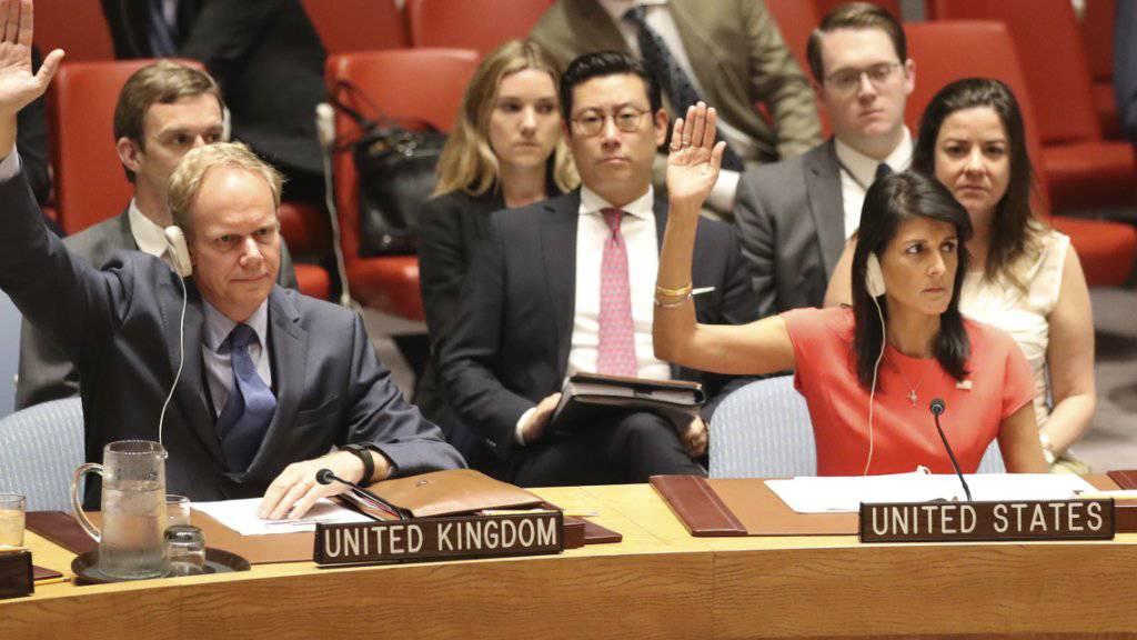 Der UNO-Sicherheitsrat hat neue Sanktionen gegen Nordkorea beschlossen. Das Gremium verabschiedete einstimmig eine Resolution, die dem isolierten Land unter anderem den Export von Kohle, Eisen und Blei untersagt.