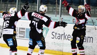 Der EHC Basel jubelt über seinen 4:3-Sieg gegen Star Forward