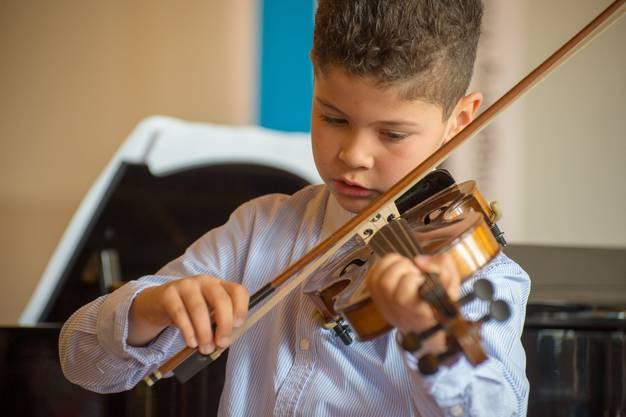Noah Umut, Violine
