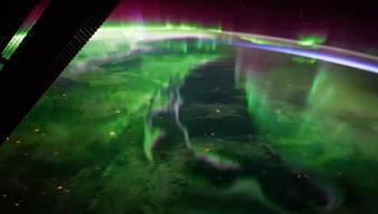 Polarlichter in der Atmosphäre über der Nordhalbkugel von der ISS aus gesehen – Stoff für süsse Träume ...