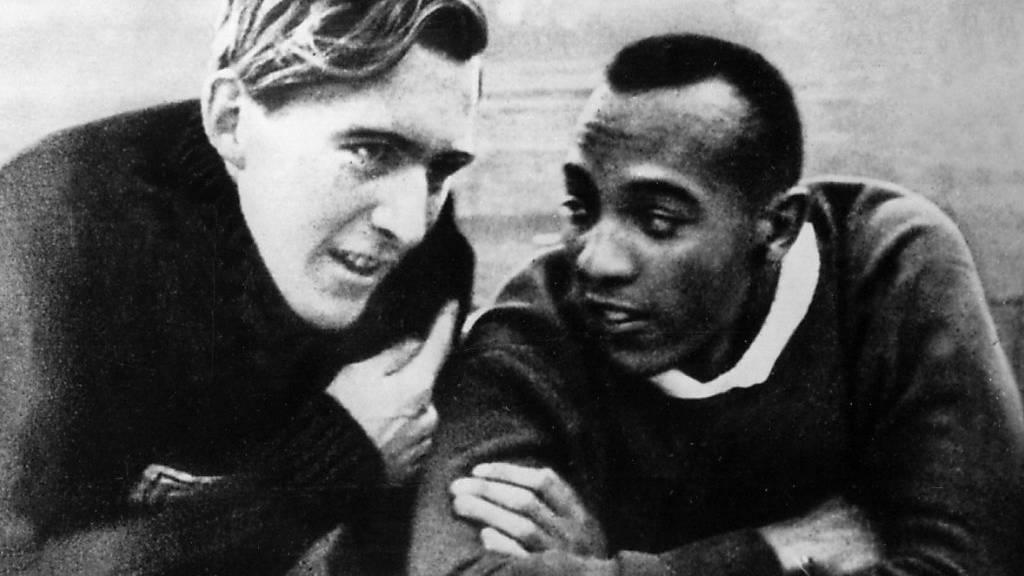 Jesse Owens und Luz Long werden ewige Freunde