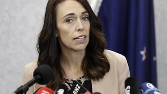 Neuseelands Premierministerin Jacinda Ardern kürzt sich und anderen Regierungsmitgliedern in der Corona-Krise das Gehalt. (Archiv)