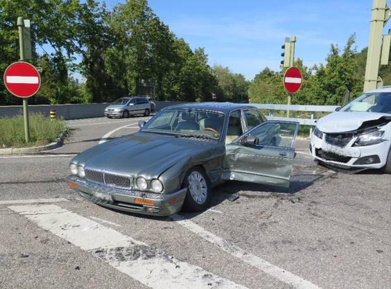 Muttenz BL, 20. September: Bei einem Verkehrsunfall zwischen zwei Personenwagen wurden beide Fahrzeuge stark beschädigt. Verletzt wurde niemand..