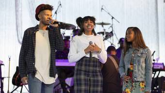 epa06986057 Grandchildren of Aretha Franklin (L to R)Jordan Franklin, Victorie and Gracie speak to the attendees during A People's Tribute to the Queen at Chene Park in Detroit, Michigan, USA, 30 August 2018. Aretha Franklin, known as the Queen of Soul for many recording hits, died 16 August 2018 from pancreatic cancer and will be buried in Woodlawn Cemetery on 31 August. She was 76. EPA/RENA LAVERTY