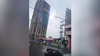 Am Sonntag gab es mehrere Erdbeben auf der Insel Mindanao in Philippinen. Das heftigste Beben hatte die Stärke 6,8. Ein sechsjähriges Mädchen ist von einer zusammenstürzenden Wand erschlagen und getötet worden. Laut Behörden gab es weitere Verletzte.