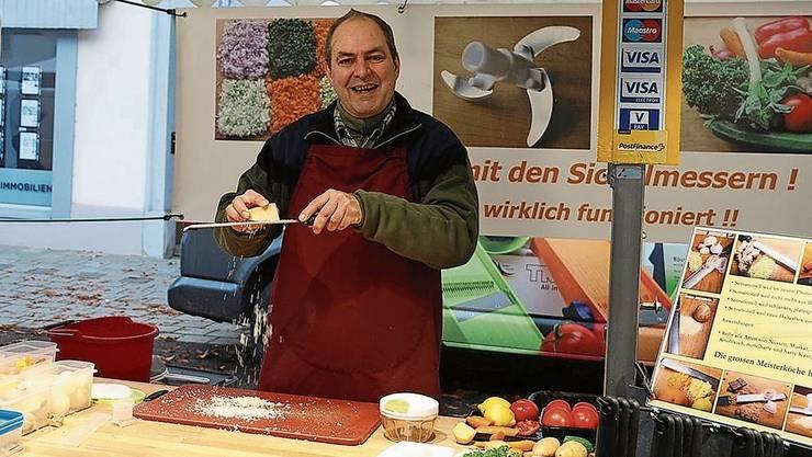 «Mein Geschäft lebt von der Demonstration der Geräte»: Rolf Senger am Fricker Martinimarkt vor zwei Jahren.