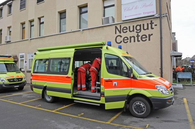 Vier Angestellte wurden vorsorglich ins Spital gefahren.