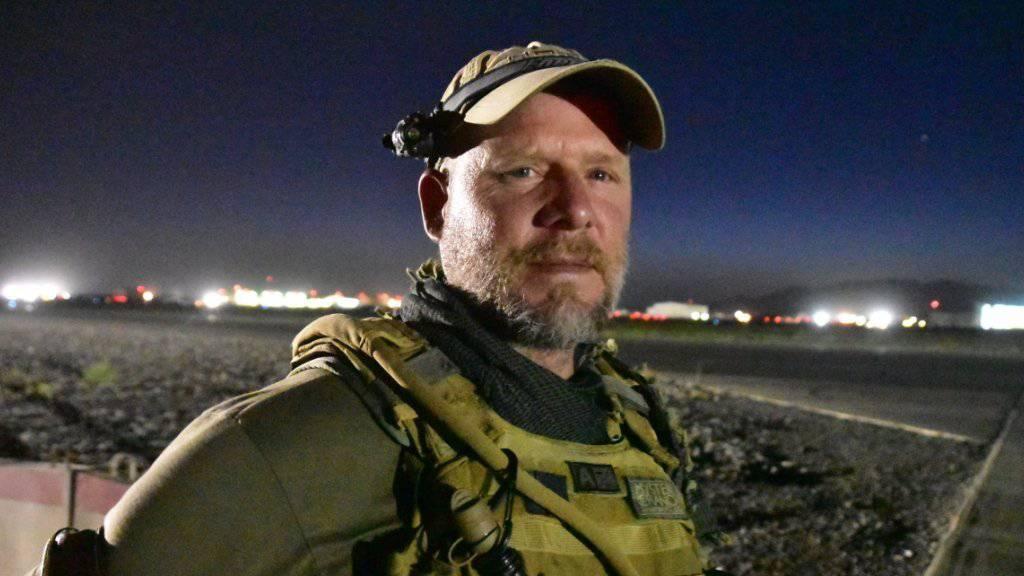 Der preisgekrönte Fotojournalist David Gilkey vor einer Woche auf einem Flugplatz in Kandahar: Der 50-Jährige kam in Afghanistan zusammen mit seinem einheimischen Dolmetscher bei einem Überfall ums Leben.