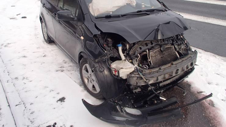 Die zerstörte Front des Wagens.