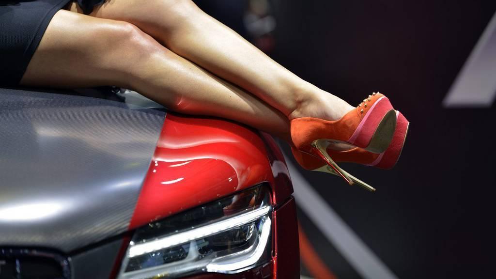 Während viele den Autosalon Genf unter anderem aufgrund der hübschen Hostessen besuchen, soll der Fokus in Peking auf den Autos liegen.