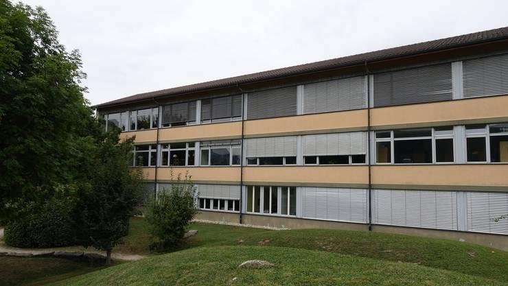 Das Schulhaus in Gipf-Oberfrick, Baujahr 1986, soll umfassend saniert werden.