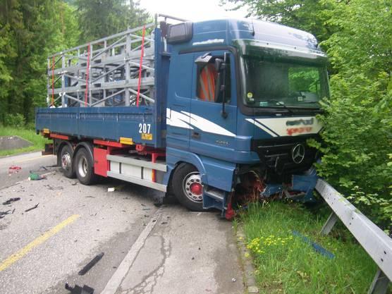 Auch der LKW erlitt einen beträchtlichen Sachschaden.