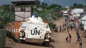 UNO-Blauhelme sind in einem Flüchtlingslager für Nuer in Juba präsent. (Archiv)