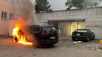 Das Auto wurde beim Brand in Binningen komplett zerstört