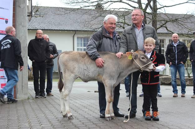 """Braunviehkalb """"Stefi"""", geb. 26. Dezember 2017. Züchter und Besitzer: Christof Huber (Eppenberg). Spender: Urs Hächler und Anton Kunz (Aarau Rohr)."""