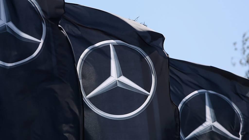 Daimlers Mercedes-Absatz auch im Juli noch knapp im Minus
