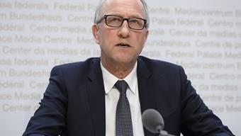 """""""Ausserordentliche Situationen verlangen nach ausserordentlichen Lösungen"""": Ständerat Peter Hegglin (CVP/ZG) erklärte am Montag, weshalb die von ihm präsidierte Finanzdelegation den Notkrediten des Bundesrats grünes Licht gegeben hat."""