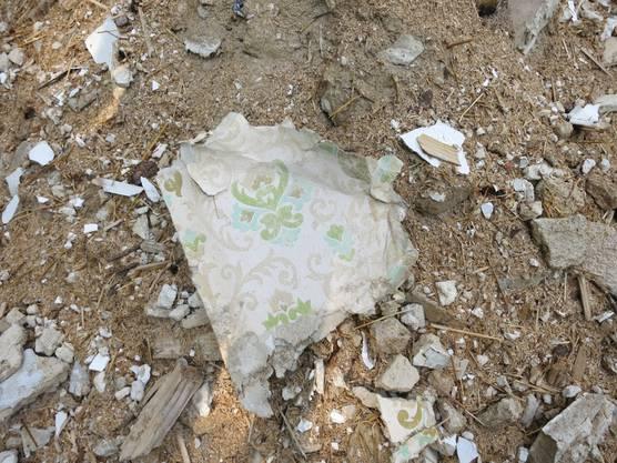 Diese Bilder des illegal deponierten Bauschutts veröffentlichte die Bürgergemeinde Sissach und setzte eine Belohnung von 500 Franken aus.
