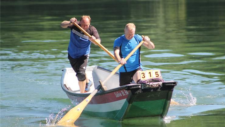 Die Veteranen Thomas und Christian (vorne) Hirter wurden in ihrer Kategorie Zweite und trugen eine gute Zeit zum Team-Titel bei. zvg