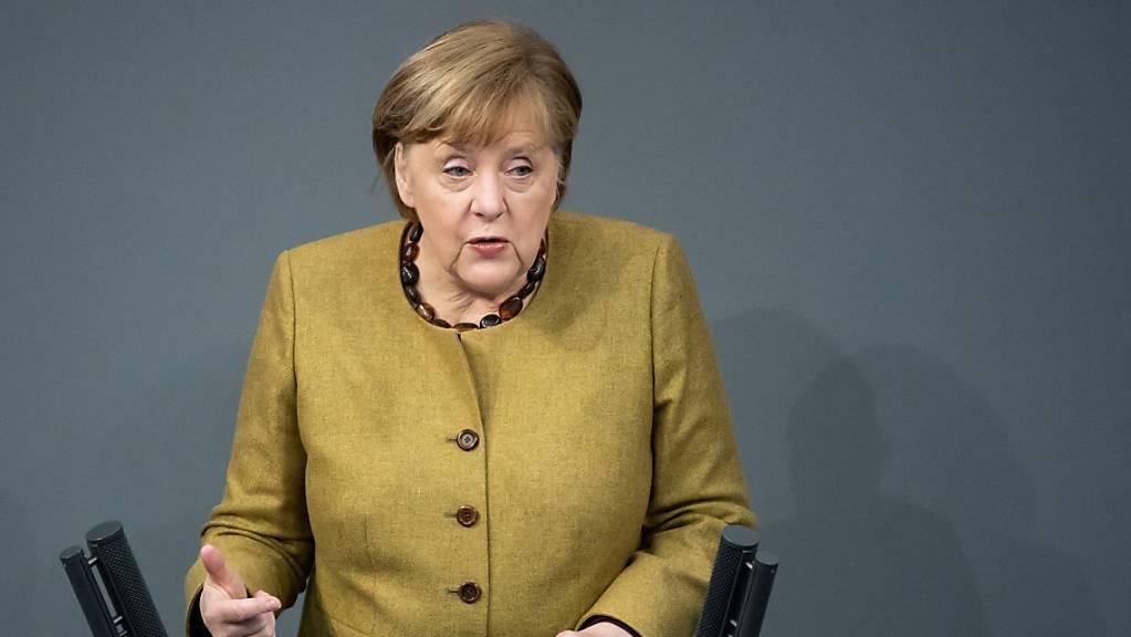 Die deutsche Bundeskanzlerin Angela Merkel (CDU) hält in der Plenarsitzung des Deutschen Bundestages eine Regierungserklärung zu den Ergebnissen der Bund-Länder-Runde zur Bewältigung der Corona-Pandemie.