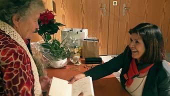 Viele Besucherinnen und Besucher liessen ihr Buch von Hélène Vuille signieren.