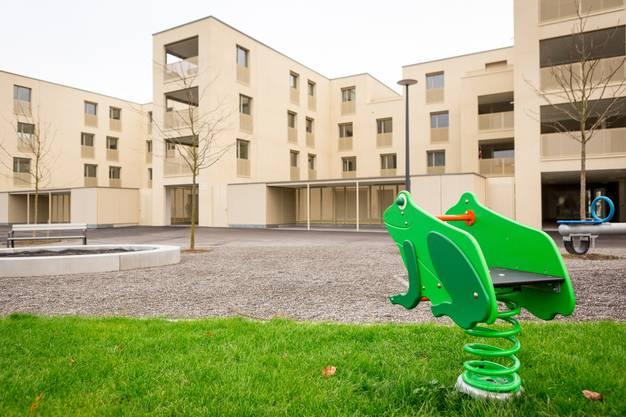 """In der neuen Überbauung Pfalzpark, auch bekannt als """"Staumauer"""" oder """"Sandhaufen"""", sind erst wenige Mieter eingezogen. Die Siedlung ist derzeit noch eine Geisterstadt. Aufgenommen am 7. Dezember 2017 in Staufen."""
