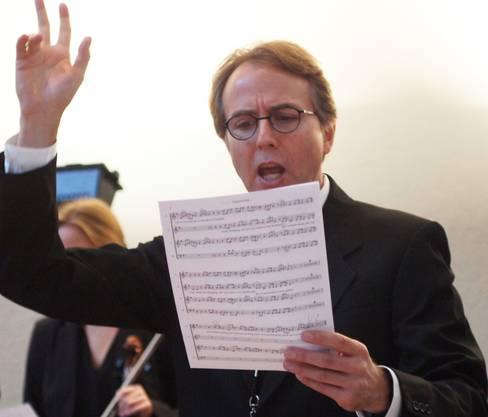 Gastdirigent Christopher Whiting dirigiert den CMU-Chor