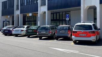 Viel Konfliktpotenzial: Die Parkplätze vor der Post beim Bahnhof sind sehr gut ausgelastet.