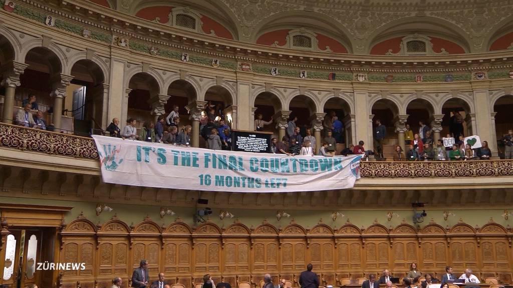 Dutzende von Klimaaktivisten stören Session in Bern