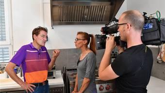 Daniel Bumann erklärt Teresa Urso Stranieri, was sie anders machen muss, um Erfolg zu haben.