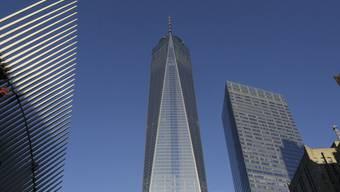 Das One World Trade Center (Mitte) in New York
