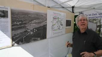 Kurt Beretta von der IG Pro Steg erläutert die Vision einer Info-Plattform bei der Rheinlust. Ach