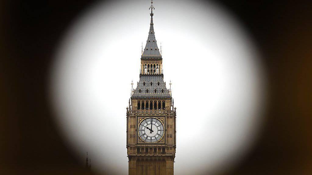 Der Glockenturm Big Ben, der nun einer teuren Restaurierung unterzogen wird (Archiv)