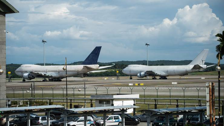 Drei Flugzeuge stehen unbenutzt auf dem Klia-Gelände: Es sind Boeing 747-200 mit den Registrierungsnummern TF-ARM (l.), TF-ARN (r.) und TF-ARH (nicht im Bild).