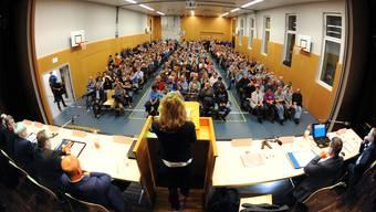 Regierungsrätin Susanne Hochuli (am Rednerpult) musste sich vielen kritischen Fragen stellen.