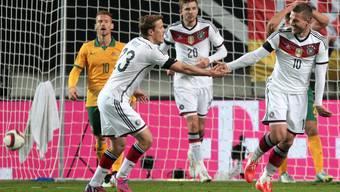 Lukas Podolski sichert der deutschen Nationalmannschaft das 2:2 Unentschieden.