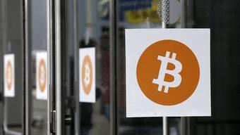 Bitcoins-Logos zieren das Kongressgebäude in New York, in dem im April 2014 die Inside Bitcoins Konferenz stattfand. Der Regulator in der Finanzmetropole hat nun eine Regulierung für die Kryptowährung präsentiert (Archiv)